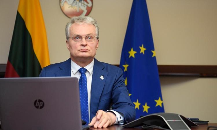Tổng thống Litva Gitanas Nauseda tại hội nghị trực tuyến về Covid-19 với Liên minh châu Âu tại Vilnius, Litva hồi tháng 4. Ảnh: Reuters.
