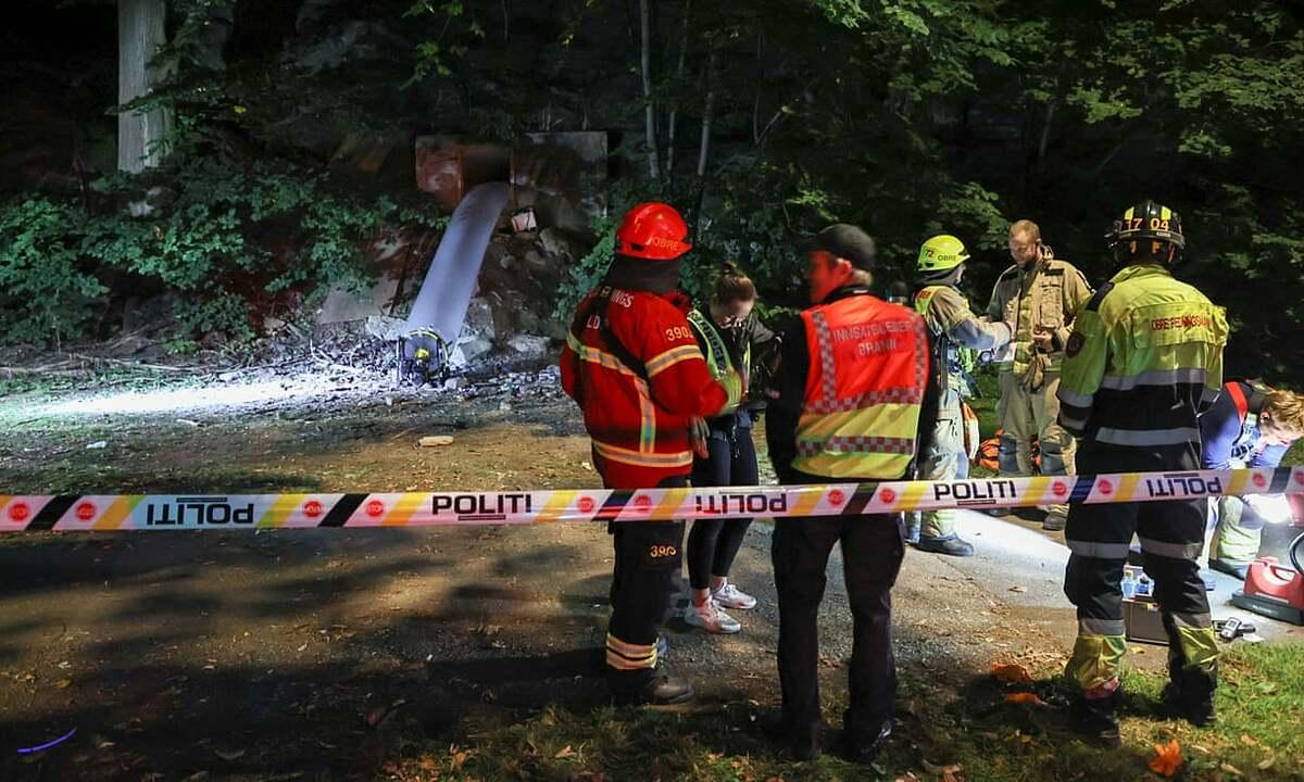 Lực lượng phản ứng khẩn cấp tại hiện trường vụ ngộ độc ở boongke, thủ đô Oslo, Na Uy, hôm 30/8. Ảnh: Reuters.