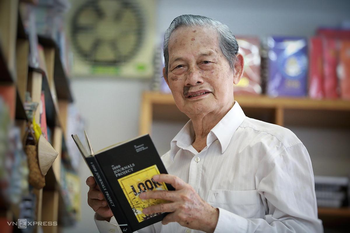 Ông Nguyễn Trọng Xuất nhớ về ngày 2/9/1945 ở Sài Gòn, ngày 28/8. Ảnh: Hữu Khoa.