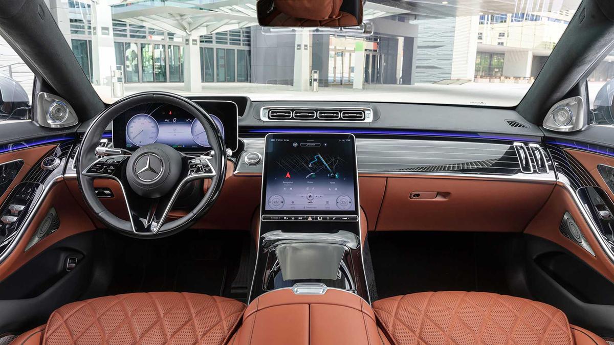 Cabin nổi bật với màn hình 12,8 inch mới. Ảnh: Mercedes