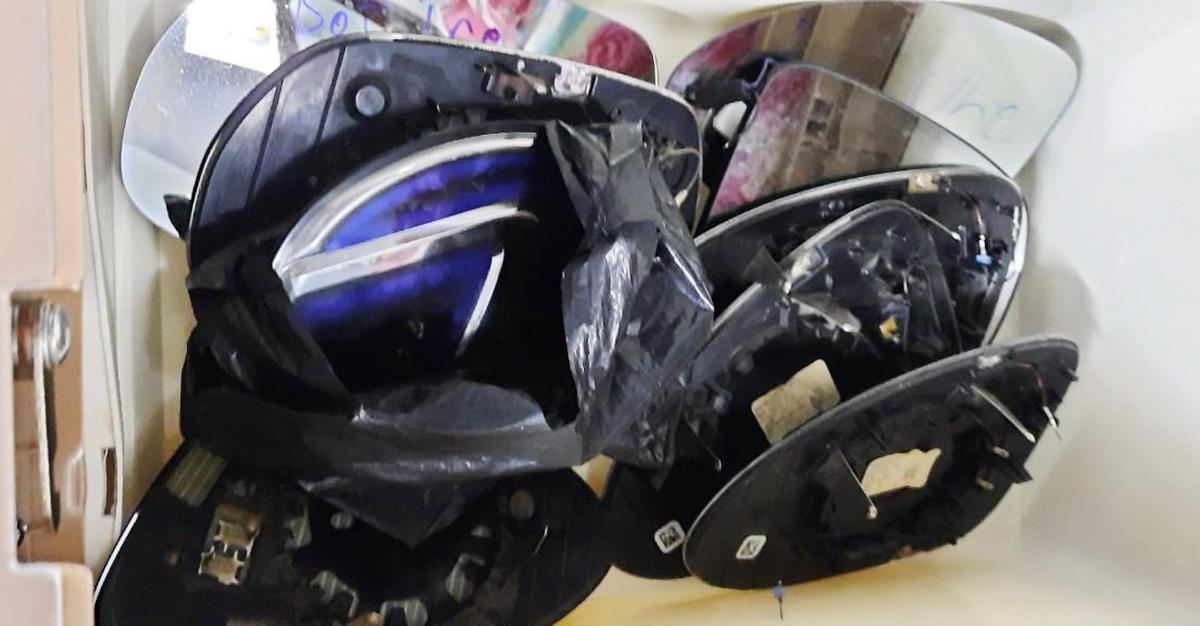 Gương bị bẻ nứt, vỡ cũng được thu mua. Ảnh: Công an cung cấp.