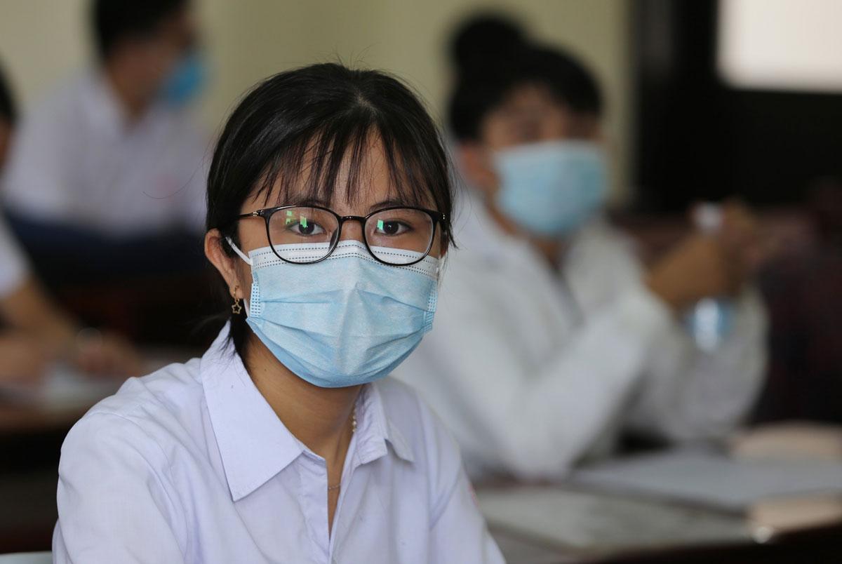 Thí sinh Quảng Nam làm thủ tục dự thi tốt nghiệp THPT chiều 2/9. Ảnh: Đắc Thành.