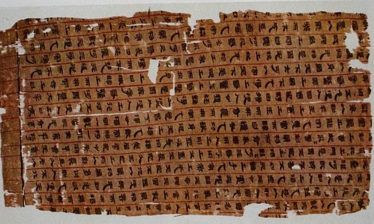 Bản thảo chép tay viết về huyệt đạo trong mộ Tân Truy phu nhân ở Mã Vương Đôi. Ảnh: Ancient Origins.