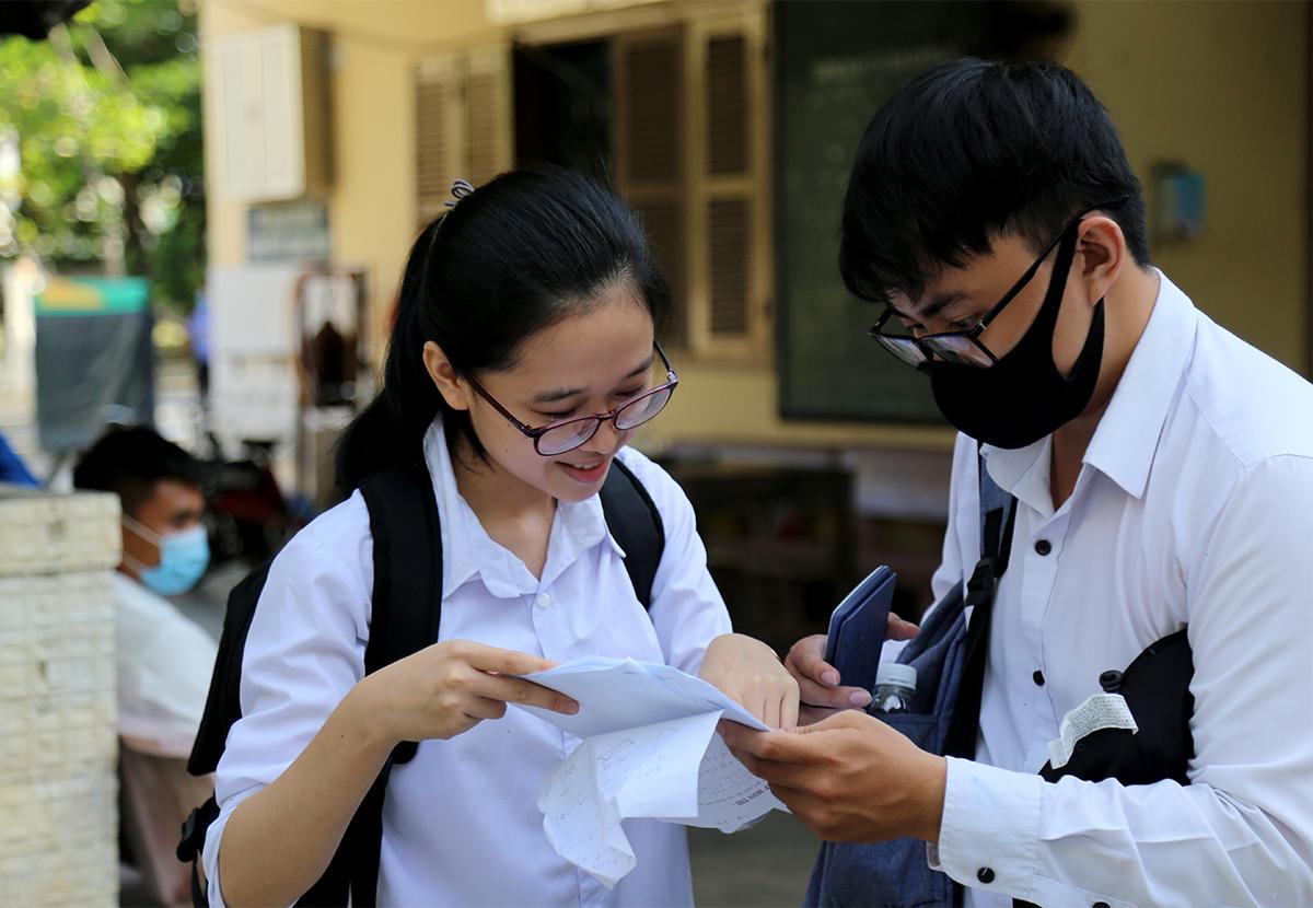 Thí sinh dự thi tốt nghiệp THPT năm 2020 tại TP Nha Trang, hôm 9/8. Ảnh: Xuân Ngọc.