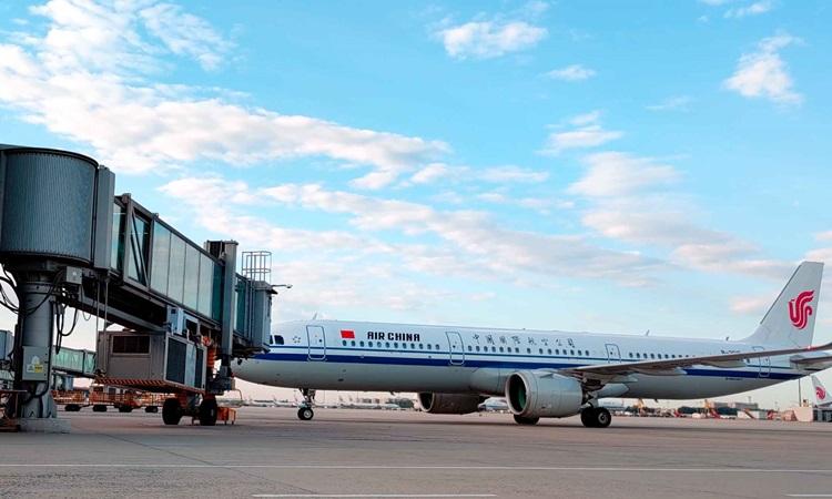Chuyến bay CA746 của Air China từ Phnom Penh, Campuchia, hạ cánh tại Sân bay Quốc tế Thủ đô Bắc Kinh sáng nay. Ảnh: CGTN.