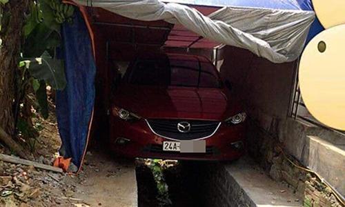 Chủ nhà xích ôtô vào cửa vì bị đỗ kín lối đi - 10