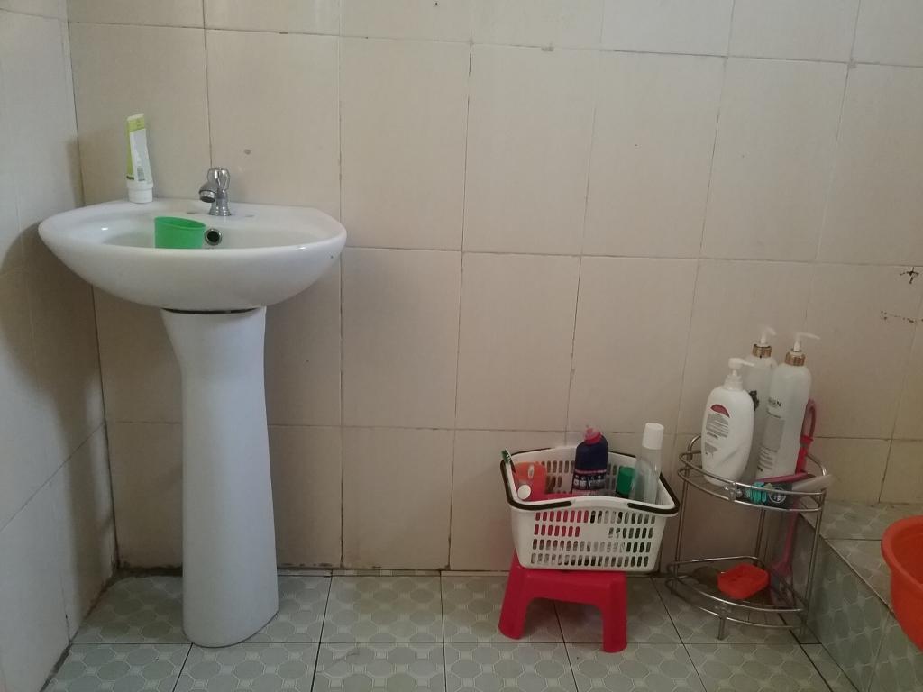 Phòng tắm gia đình rộng 6m2.