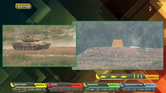 Kíp VN3 bắn trúng bia mô phỏng xe tăng thứ nhất.