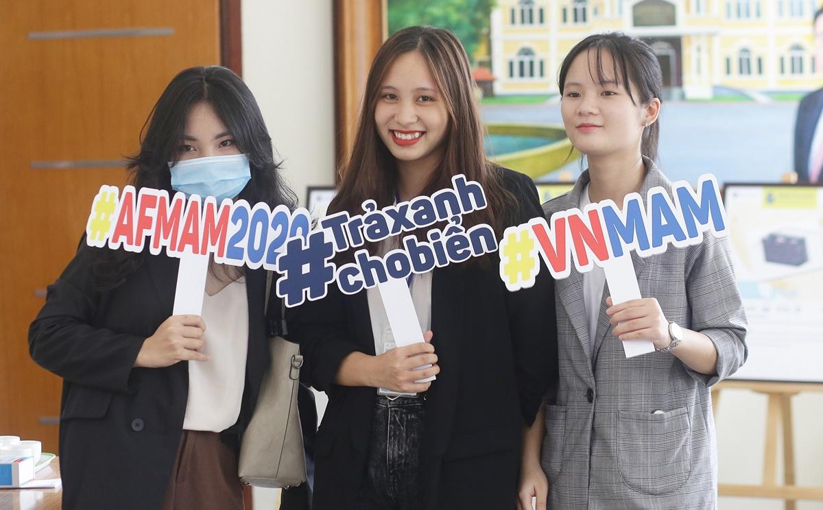 Các bạn trẻ tham dự vòng chung kết cuộc thi Trả xanh cho biển 2020. Ảnh: Thanh Hằng