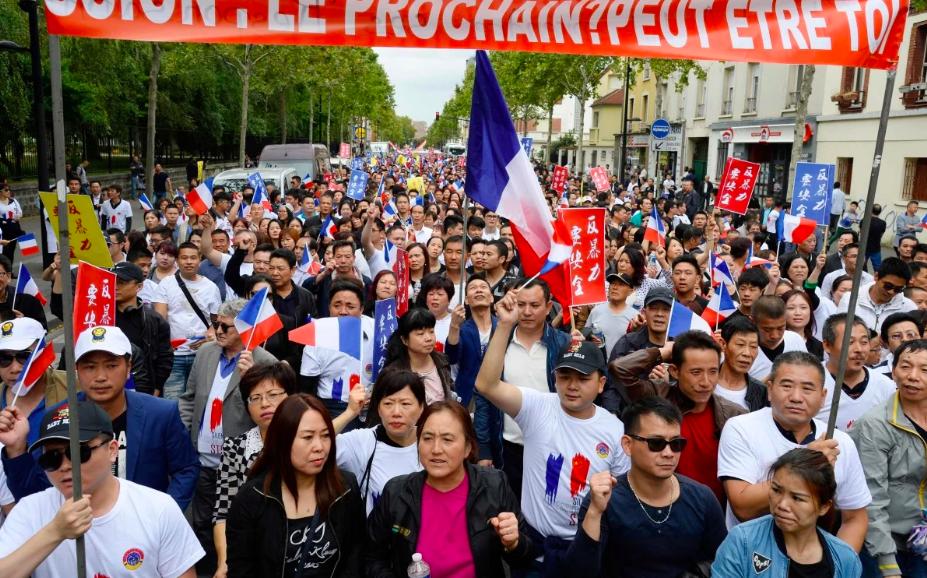 Người gốc Hoa biểu tình yêu cầu được bảo vệ tốt hơn ở Paris sau cái chết của Zhang Chaolin năm  2016. Ảnh: AFP.
