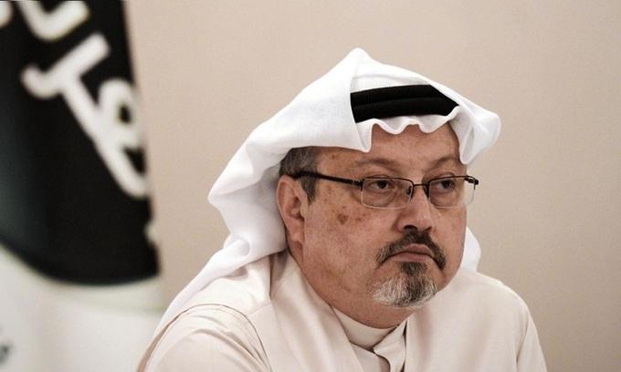 Nhà báo Jamal Khashoggi họp báo ở Bahrain tháng 12/2014. Ảnh: AFP.