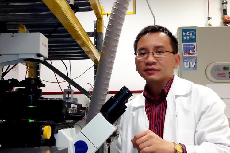 TS Đinh Ngọc Duy tại phòng thí nghiệm. Ảnh: NVCC.