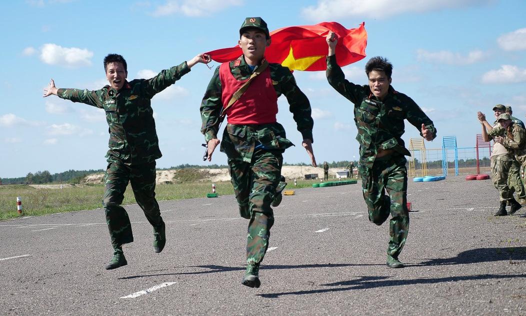 Đội tuyển bắn tỉa Việt Nam thi đấu trong giai đoạn 4 tại Belarus. Ảnh: Bộ Quốc phòng Nga.