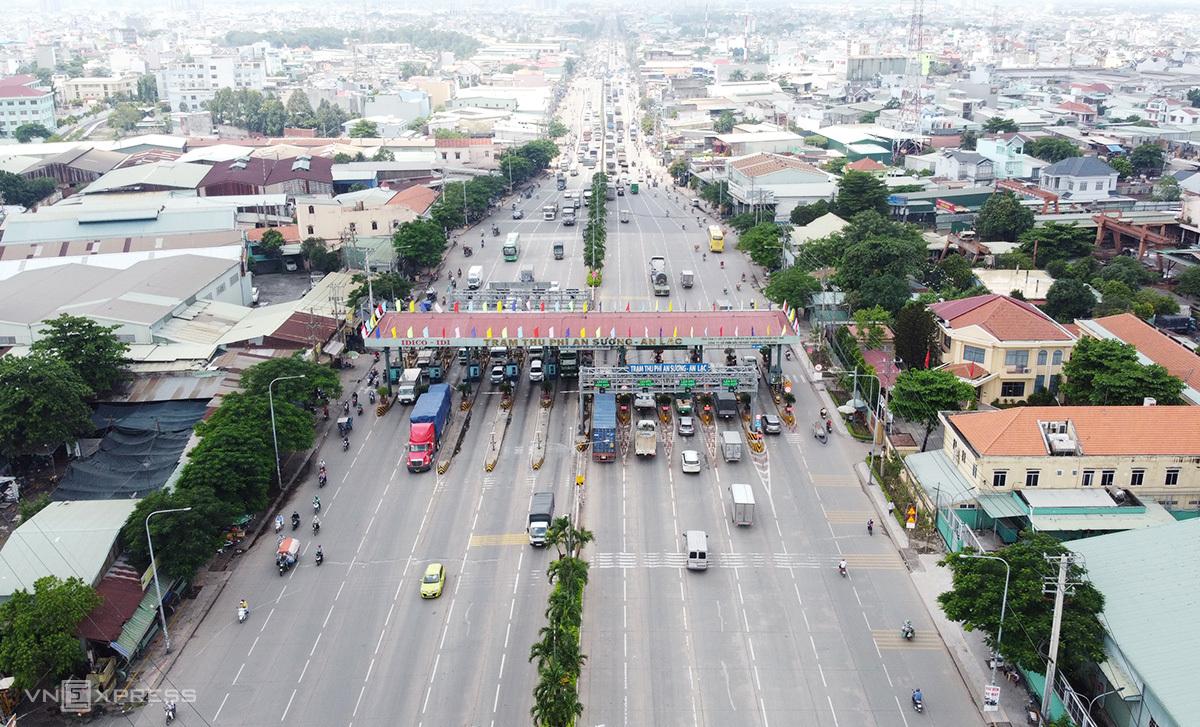 Trạm BOT An Sương - An Lạc trên quốc lộ 1, cách dự án cầu Tân Kỳ - Tân Quý khoảng 500 m, bắt đầu thu phí từ năm 2005 và dự tính hoàn đủ vốn đến 2033, nếu tính cả dự án cầu Tân Kỳ - Tân Quý, ngày 4/9. Ảnh: Gia Minh.