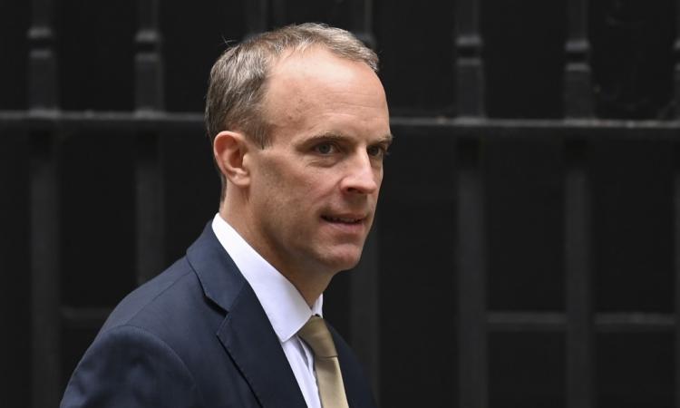 Ngoại trưởng Anh Dominic Raab tại số 10 phố Downing, London, hôm 2/9. Ảnh: AFP.