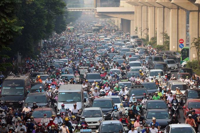 Ùn tắc trên đường Nguyễn Trãi, quận Thanh Xuân vào hồi đầu tháng 5/2020. Ảnh: Ngọc Thành.