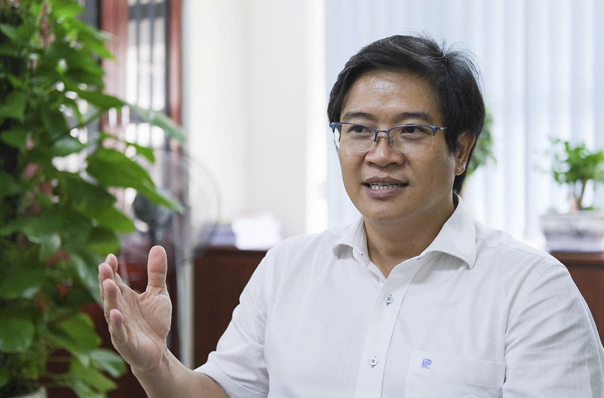 Vụ trưởng Giáo dục tiểu học Thái Văn Tài trả lời về sách giáo khoa và tài liệu tham khảo hôm 8/9. Ảnh: Dương Tâm.