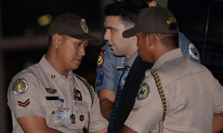 Hạ sĩ Joseph Scott Pemberton bị cảnh sát áp giải ở trại Aguinaldo, thành phố Quezon, Philippines thnsag 12/2015. Ảnh: AFP.