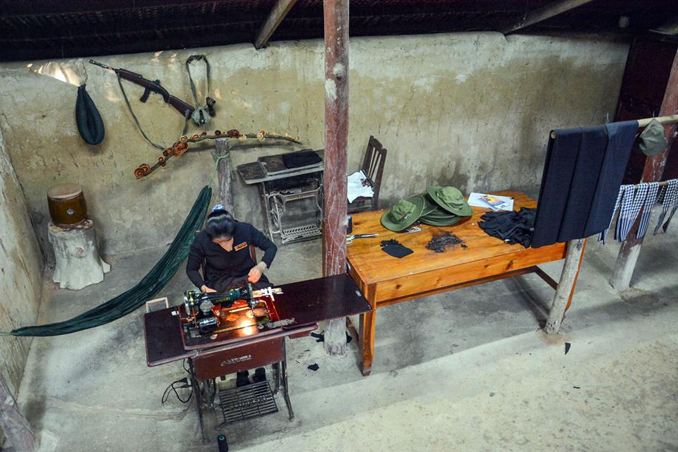 Khu hầm được đào để làm nơi may quân trang, quân dụng, nghủ ngơi của bộ đội. Ảnh: Quỳnh Trần.