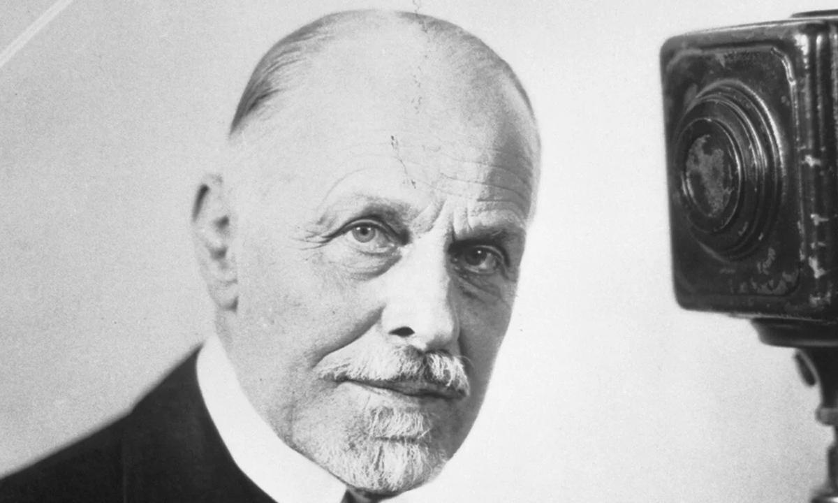 Burton Holmes, người thuyết trình du lịch nổi tiếng của Mỹ thế kỷ 20. Ảnh: Burton Holmes Archive.