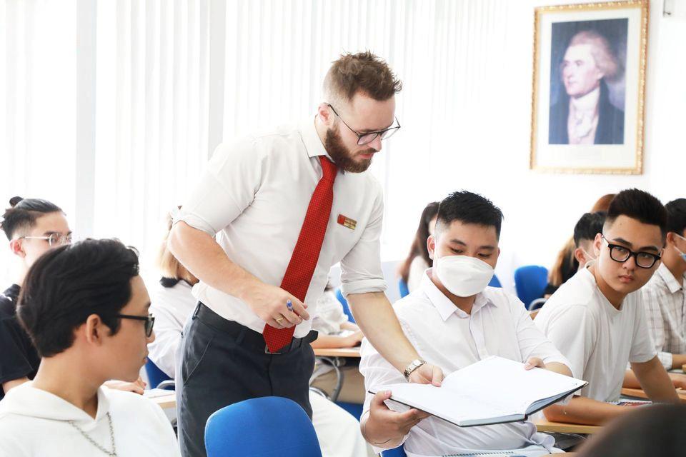Tân sinh viên SIU được hỗ trợ 100% học phí chương trình đào tạo kỹ năng tiếng Anh và tin học quốc tế.
