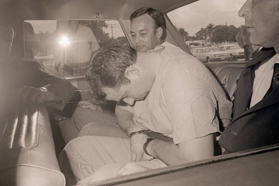 Gary Krist cúi đầu khi bị bắt. Ảnh: Getty.