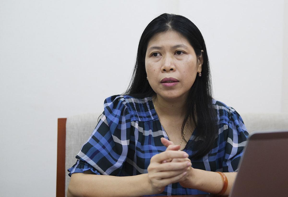 Bà Nguyễn Hồng Thuận là một trong các thành viên ban soạn thảo thông tư khen thưởng và kỷ luật học sinh. Ảnh: Dương Tâm.