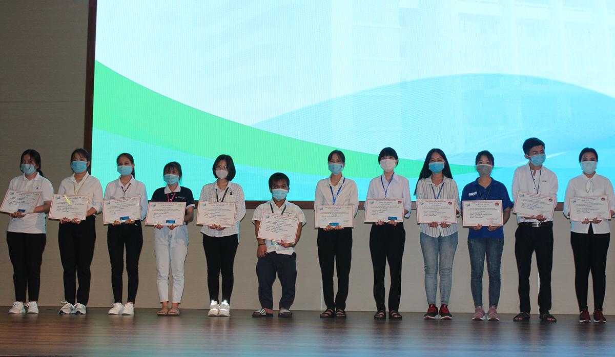 350 suất học bổng cho học sinh, sinh viên Đại học Quốc gia TP HCM  - 4