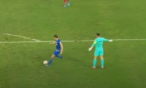 Thủ môn Trung Quốc tấu hài khi nghĩ mình là Messi - 2