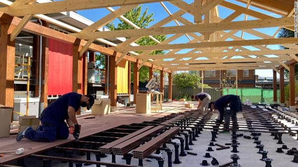 Trường Hội đồng Anh xây dựng cơ sở vật chất mới để hỗ trợ phòng chống dịch cho học sinh. Ảnh: CNN.