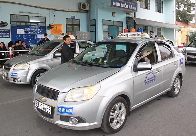 Sát hạch lái xe tại trung tâm Sài Đồng, Gia Lâm, Hà Nội. Ảnh: Anh Duy.