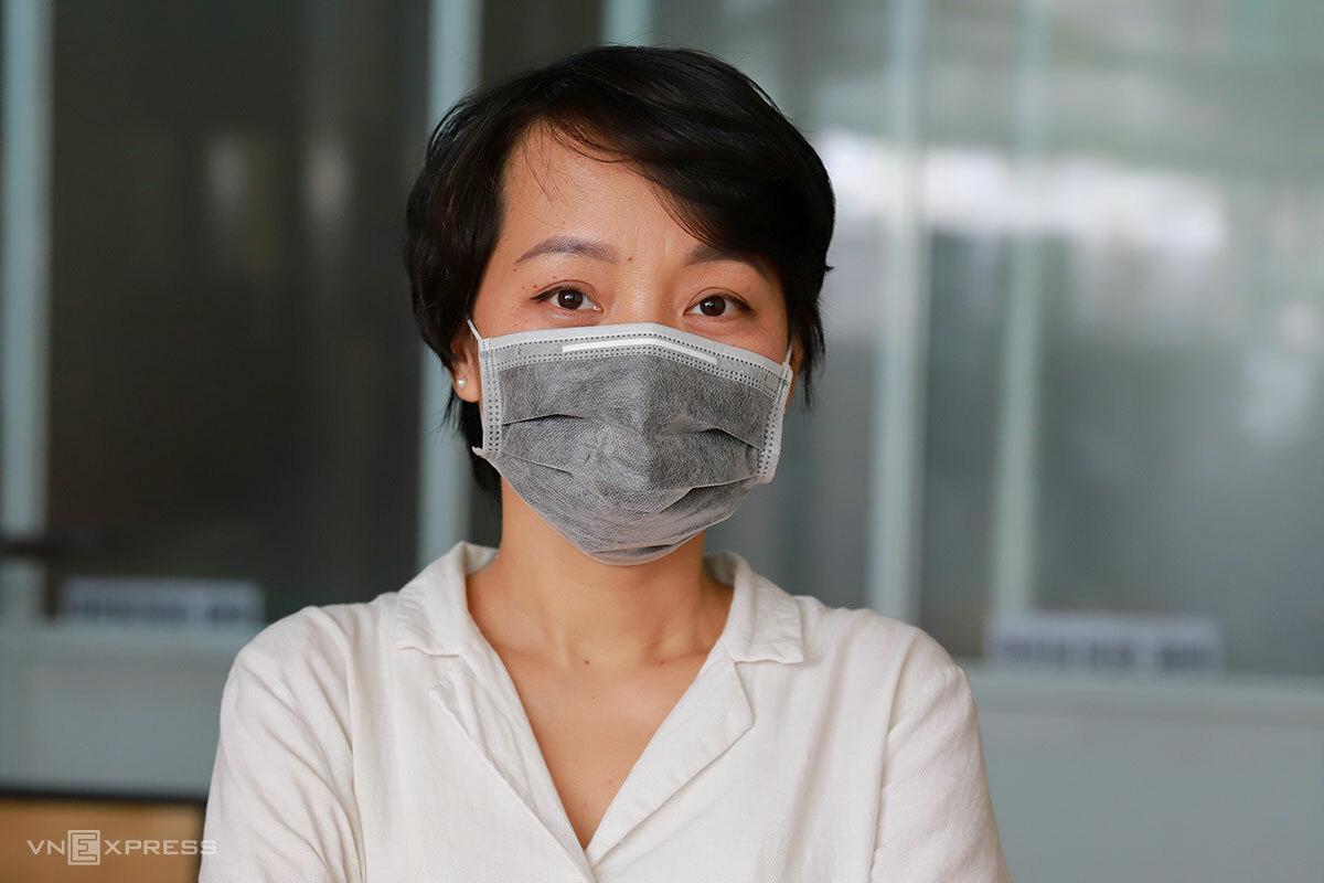 Chị Đinh Song Bách Xuân, chủ quán cơm trên đường Hải Phòng. Ảnh: Nguyễn Đông.