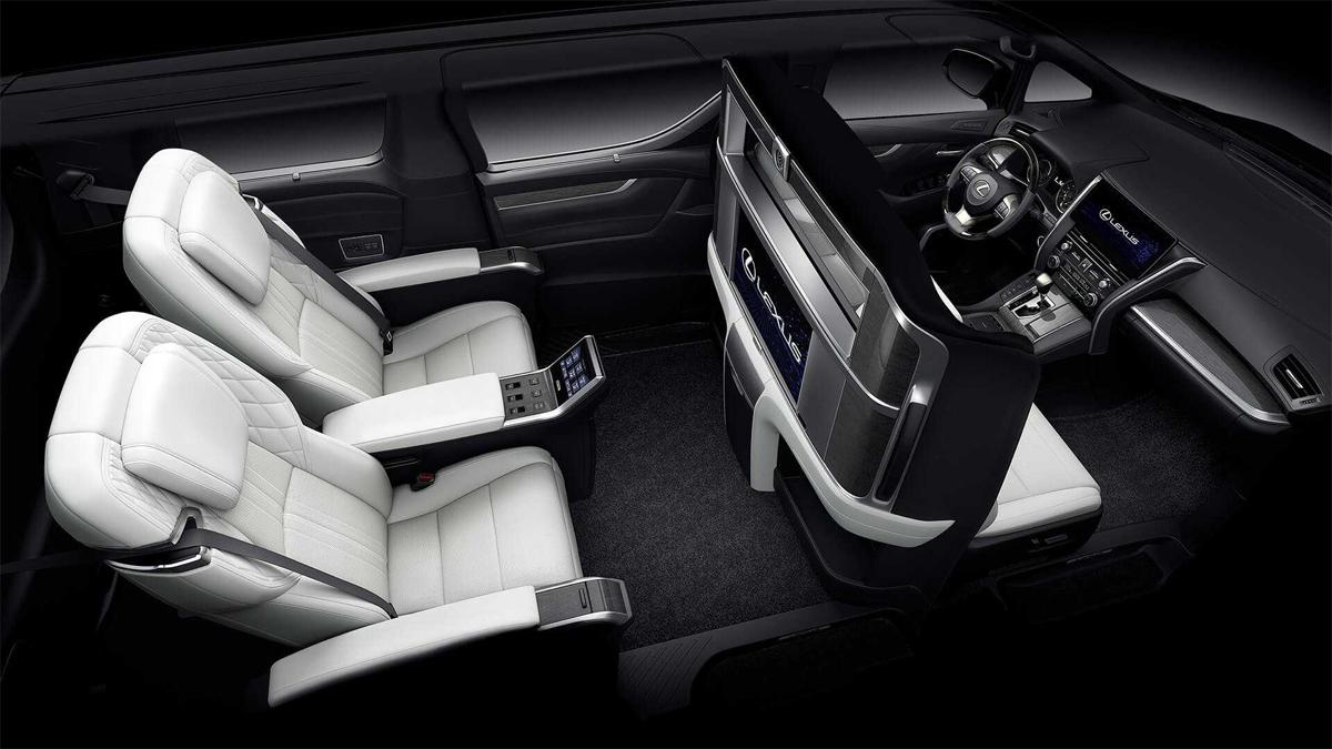 Phiên bản bốn chỗ cao cấp nhất, với vách ngăn giữa khoang lái và hàng ghế sau. Ảnh: Lexus