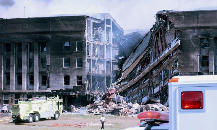 Một góc của Lầu Năm Góc đổ sụp sau vụ máy bay khủng bố tấn công hoom11/9/2001. Ảnh: Corbis.