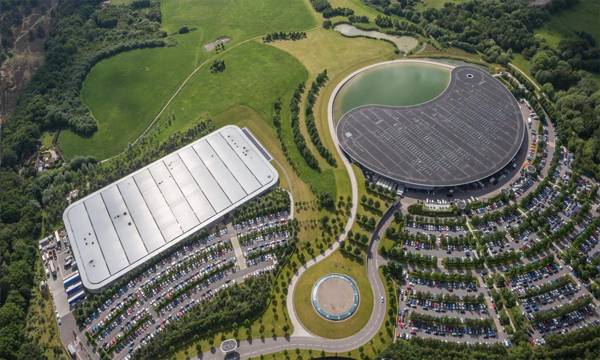 Khu phức hợp, cũng là trụ sở chính của hãng siêu xe Anh. Ảnh: McLaren