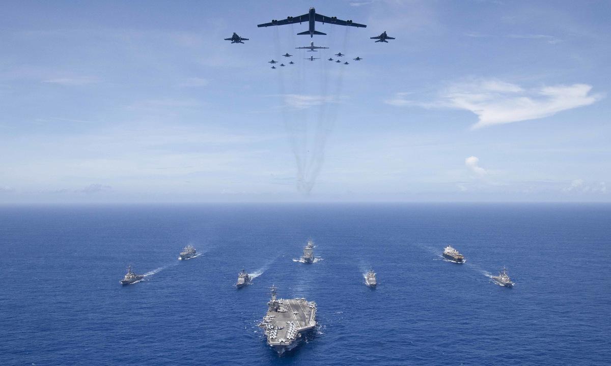 Tàu chiến và máy bay Mỹ tham gia diễn tập Valiant Shield 2018. Ảnh: US Navy.