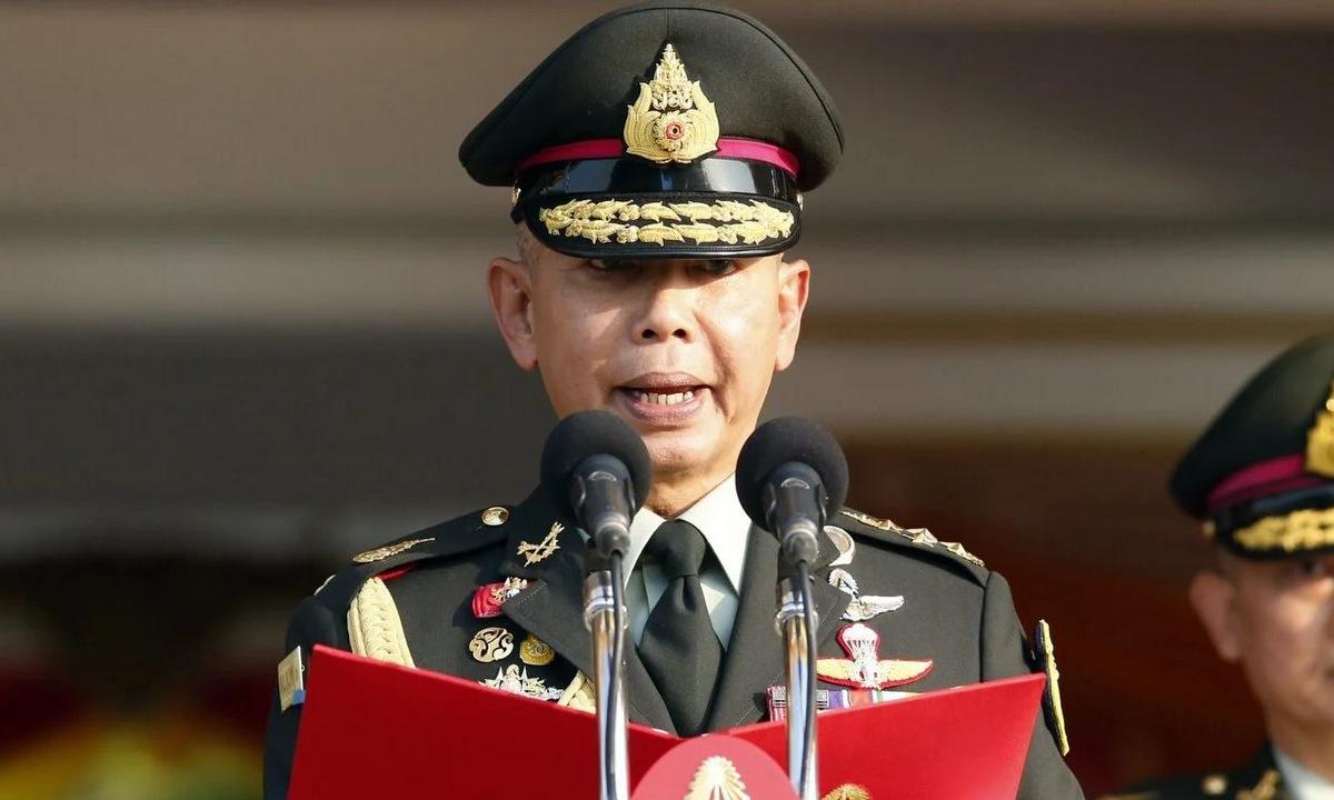 Tướng Apirat phát biểu trước binh sĩ hồi năm 2019. Ảnh: AP.