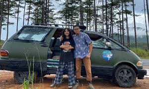 Vợ chồng 9x độ ôtô thành 'ngôi nhà' đi xuyên Việt