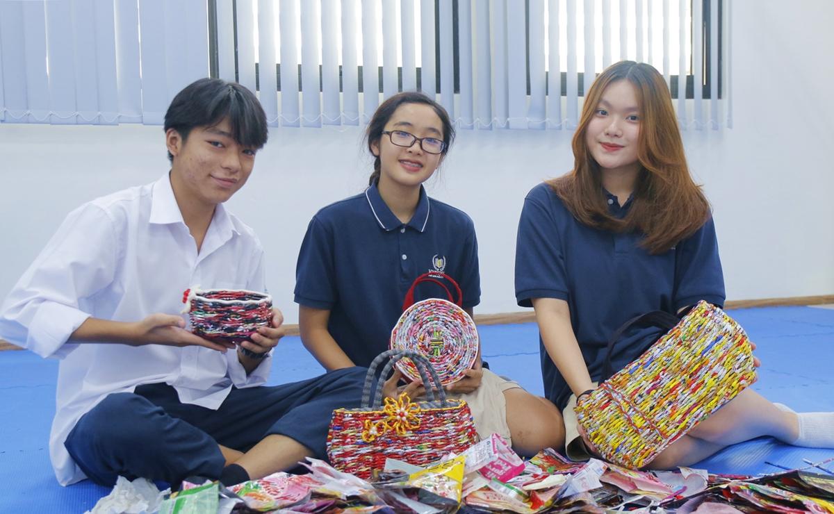 Phạm Gia Tùng, Hồ Quỳnh Anh và Nguyễn Phương Linh (từ trái qua), ba thành viên chủ chốt của câu lạc bộ Mỳ tôm xanh. Ảnh: Thanh Hằng