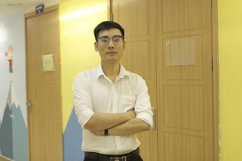 Thầy Nguyễn Quyết Thắng, giáo viên Hệ thống Giáo dục HOCMAI.