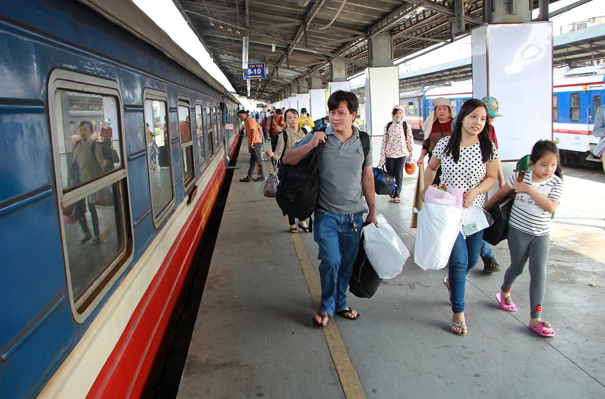 Hành khách đi tàu SE4 tại ga Sài Gòn dịp Tết Nguyên đán 2020. Ảnh: Gia Minh.