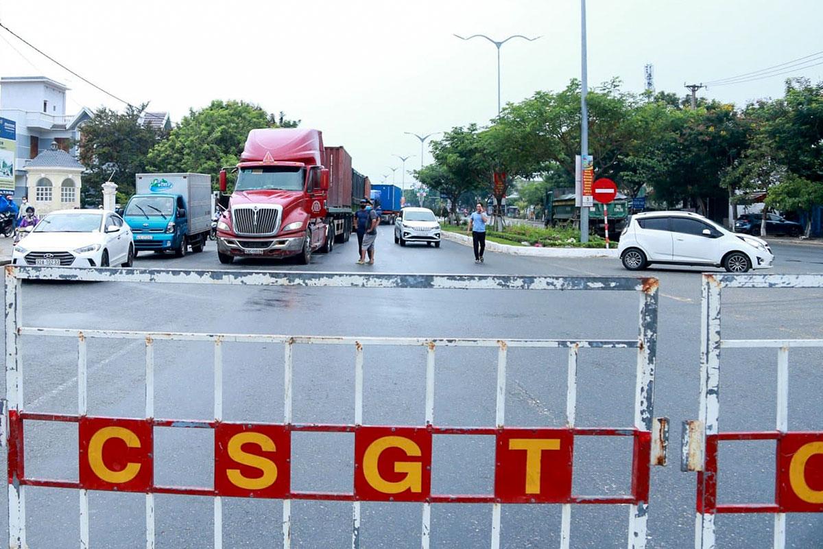 Các chốt kiểm soát tại cửa ngõ ra vào Đà Nẵng được gỡ bỏ trong hôm nay. Ảnh: Đông Hồ.