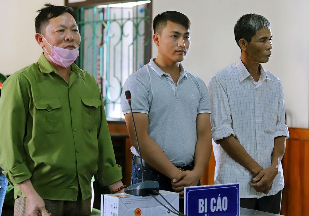 Bị cáo Hồ, Triều và Kỳ (từ trái sang) tại tòa. Ảnh: Đức Hùng