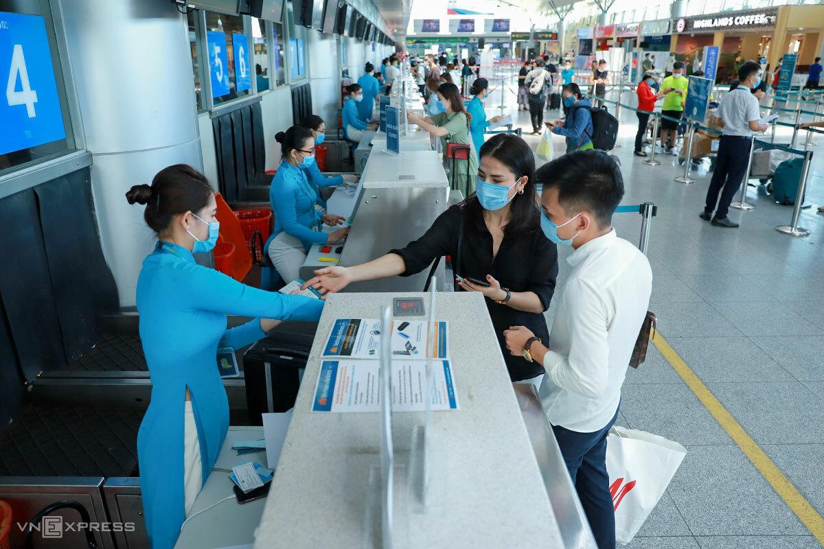Rất ít khách làm thủ tục tại sân bay quốc tế Đà Nẵng, ngày 14/9. Ảnh: Nguyễn Đông.