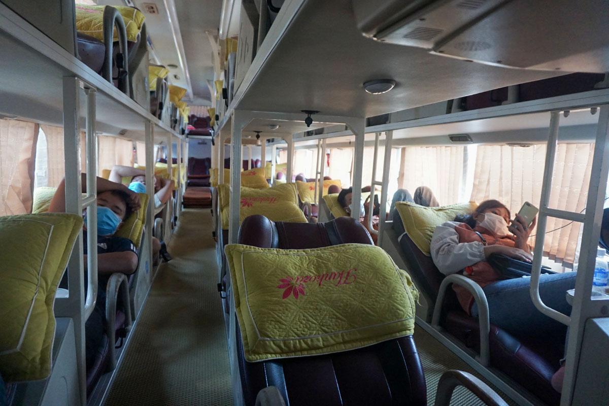 Trên xe khách cũng rất nhiều ghế trống. Ảnh: Đông Hồ.