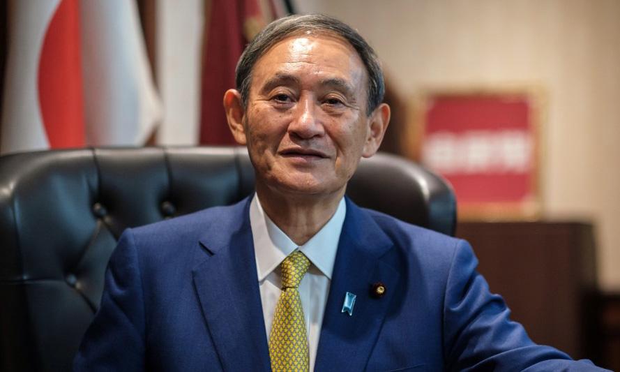 Tân chủ tịch đảng cầm quyền LDP của Nhật Yoshihide Suga tại văn phòng sau cuộc họp báo ở Tokyo hôm 14/9. Ảnh: AFP.