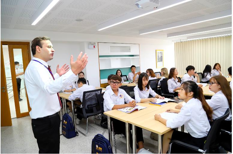 SIU đào tạo bậc đại học và sau đại học, có chương trình giảng dạy bằng tiếng Việt và tiếng Anh theo tiêu chuẩn Mỹ.