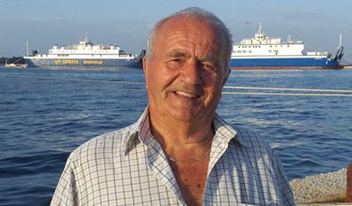 Ông Nikos Karydis, 82 tuổi, chuẩn bị học Đại học Thessaloniki Aristotle. Ảnh: AMNA