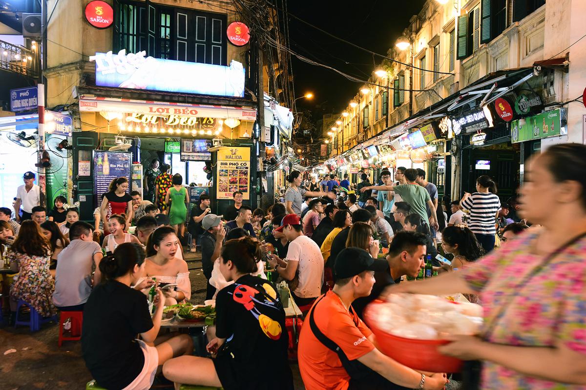 Phố Tạ Hiện (quận Hoàn Kiếm) tối 13/9. Ảnh: Giang Huy.