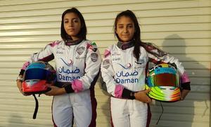 Cặp nữ VĐV đua xe đầu tiên của đất nước hồi giáo
